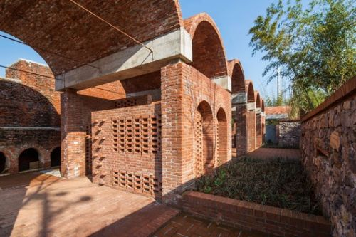 Red Brick Country Auditorium / Huazhong University of Science and Technology + ADAP Architects