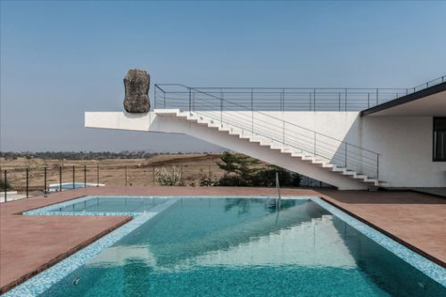 House with the Soaring Rock / Spasm Design