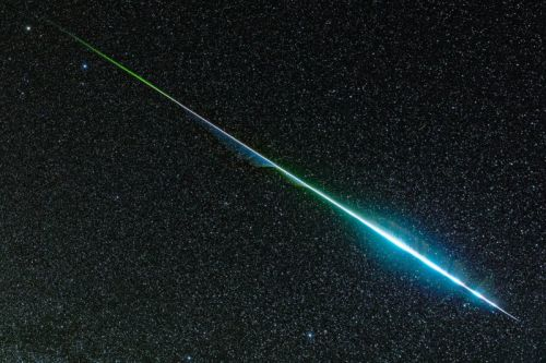 This Photo Shows the Rainbow Colors of a Geminid Meteor