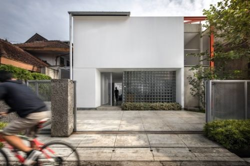 Doctor House / Tan Lik Lam Architects