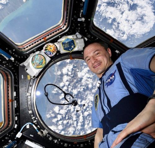 Astronaut Snaps Photo Tribute to Doctors and Nurses from Space