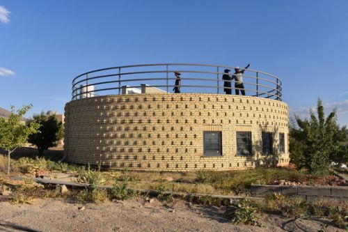 Snail Shell Retreat / Rafati Associates