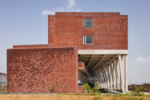 Boys Hostel Block / Zero Energy Design Lab