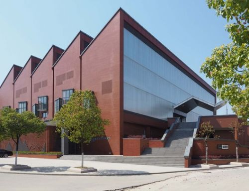 Jinhong Middle School Gymnasium / Le Architects Studio