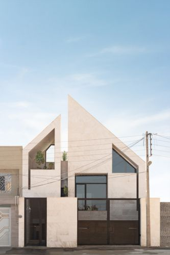 Yazd Urban Villa / awe office