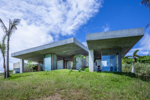 House In Tamagusuku / Studio Cochi Architects