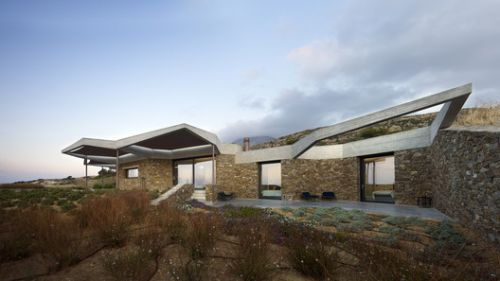 Hourglass Corral House / DECA Architecture