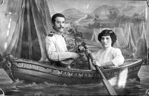 Russians in Boats: The Strange Photo Fad of the Tsarist Era