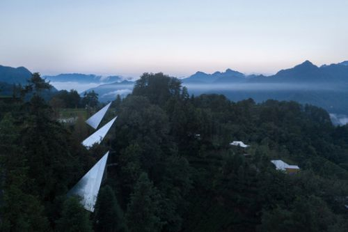 Mountain&Cloud Cabins / Wiki World + Advanced Architecture Lab
