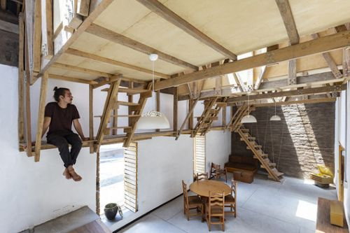 House of the Flying Beds / AL BORDE