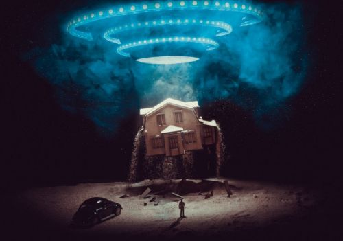Creating a UFO Abduction Photo on a Tabletop