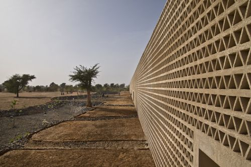 Lecture Building at the Alioune Diop University / IDOM
