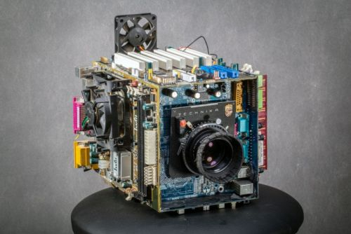 This Guy Turned His Broken Computer Into a Working Camera