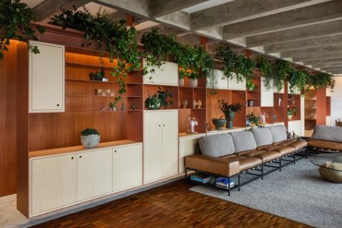 Defining Spaces with Wood: Joinery in Brazilian Apartments