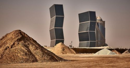 Against All Odds, Photos Show Qatar's Determination to Construct World-Class City