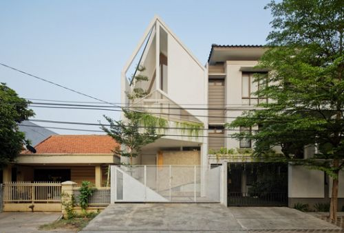 Trow House / DELUTION