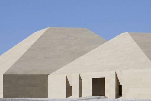 Dunhuang Tourism Distributing Center / BIAD-ZXD ARCHITECTS