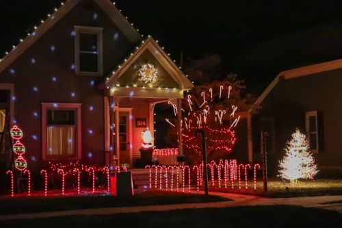 NEIGHBORHOOD LIGHTS CELEBRATE THE HOLIDAYS