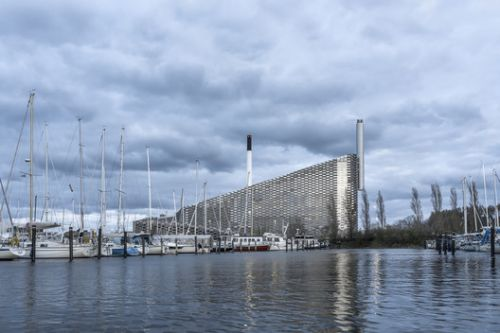 New Photographs Explore BIG's Waste-to-Energy Plant as Ski Slope Roof is Installed