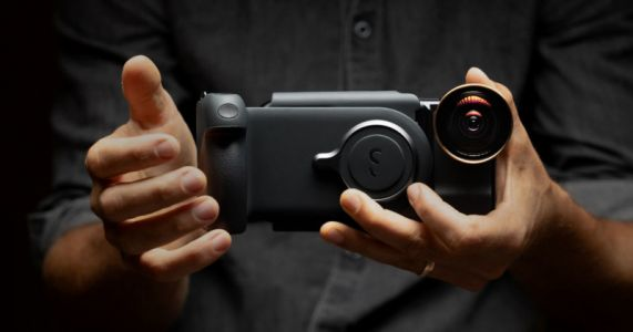 The ShiftCam ProGrip Wants to Make Your Phone Feel Like a Pro Camera