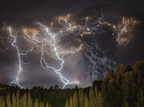Really-shit: When Volcanic Smoke And Lightning Mix Francisco
