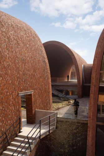 Massive Curved Vaults Mimicking Traditional Kilns House a Jingdezhen Museum Dedicated to Porcelain Production