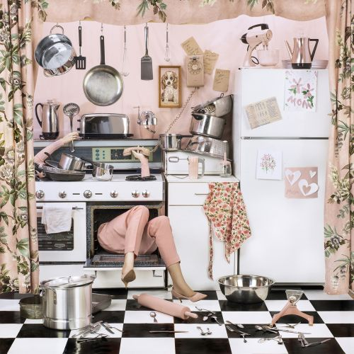Domestic Perfectionism Overwhelms Faceless Women in a Satirical Series by Photographer Patty Carroll