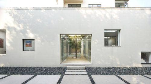 BMLZ Villa Office / Tsutsumi & Associates
