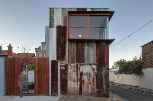 From Red to Green: The Contradictory Aesthetics of Oxidized Facades