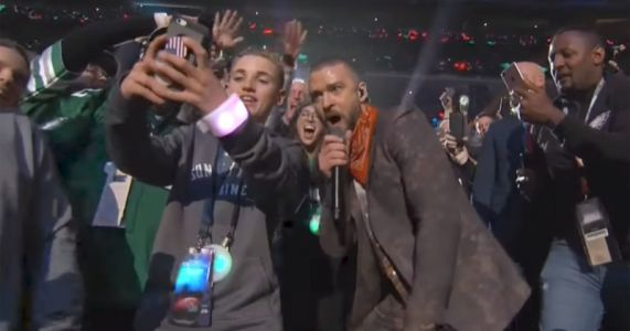 Teen Snaps Selfie with Timberlake at Super Bowl, Becomes Insta-Famous