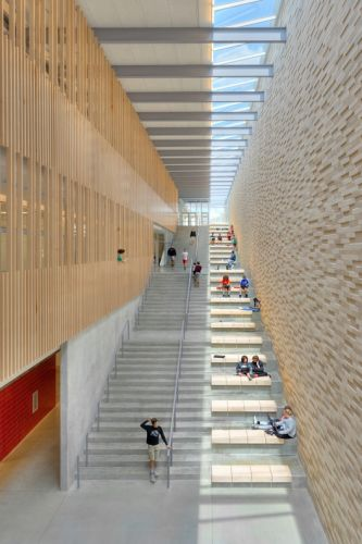 Reeds Spring Middle School / Dake Wells Architecture