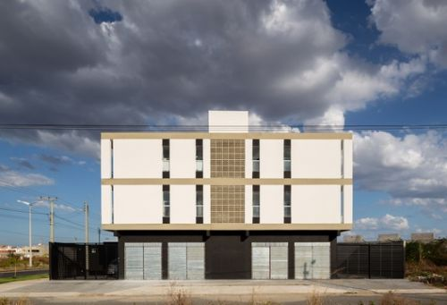 Houses + Mixed Building MBV2 / Rede Arquitetos