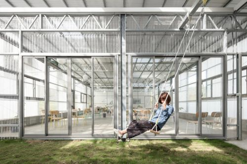 In Between Green House / J.R Architects