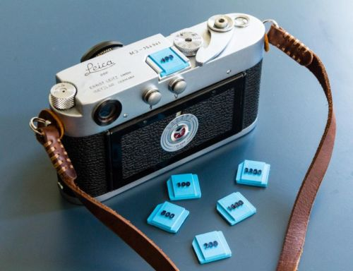 These Camera Hot Shoe Covers Double as Film Speed Reminders