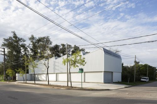 Montegrande Commercial Center / Sava Arquitectos