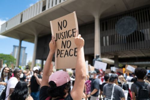 No, Photojournalists Aren't Advocating the Blurring of Faces at Protests