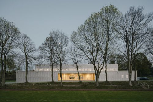 Two - Field Sportshall / Atelier st