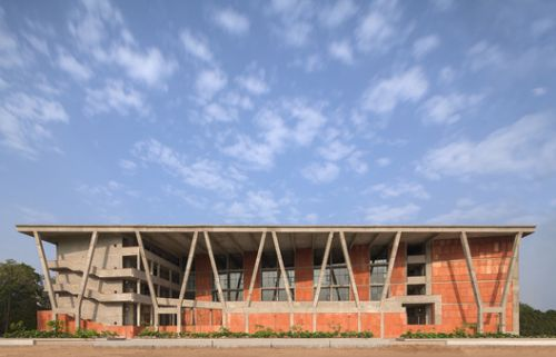 Institute of Engineering and Technology - Ahmedabad University / Vir.Mueller Architects