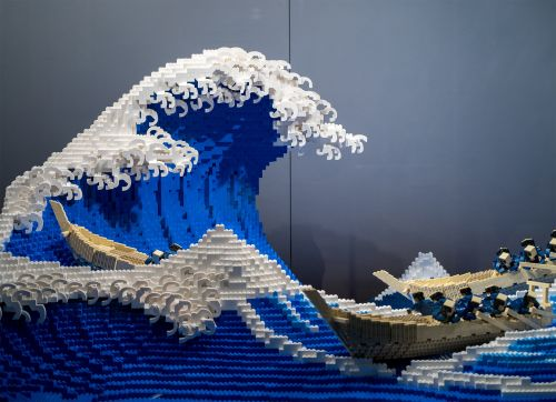 An Undulating Sculpture Recreates Hokusai's 'Great Wave' in 50,000 LEGO Pieces