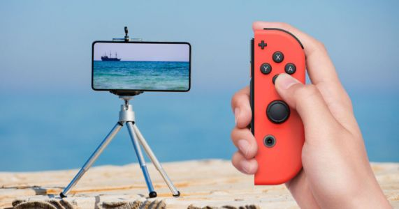 The Nintendo Switch Joy-Con Doubles as a Smartphone Shutter Release