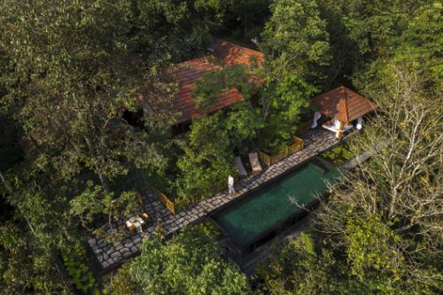 Stone Lodges Private Residences / Earthitects