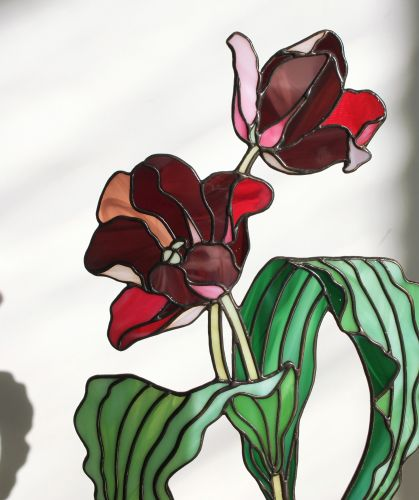 Three-Dimensional Botanics and Insects Are Sculpted in Elegant Stained Glass by Elena Zaycman